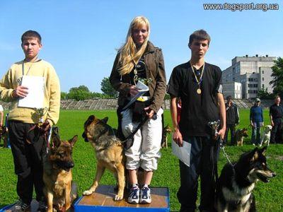 Переможці з молодими собаками: 1 місце - Сьомін Т., 2 місце -Рябошлик В., 3 місце -Поліщук Д.